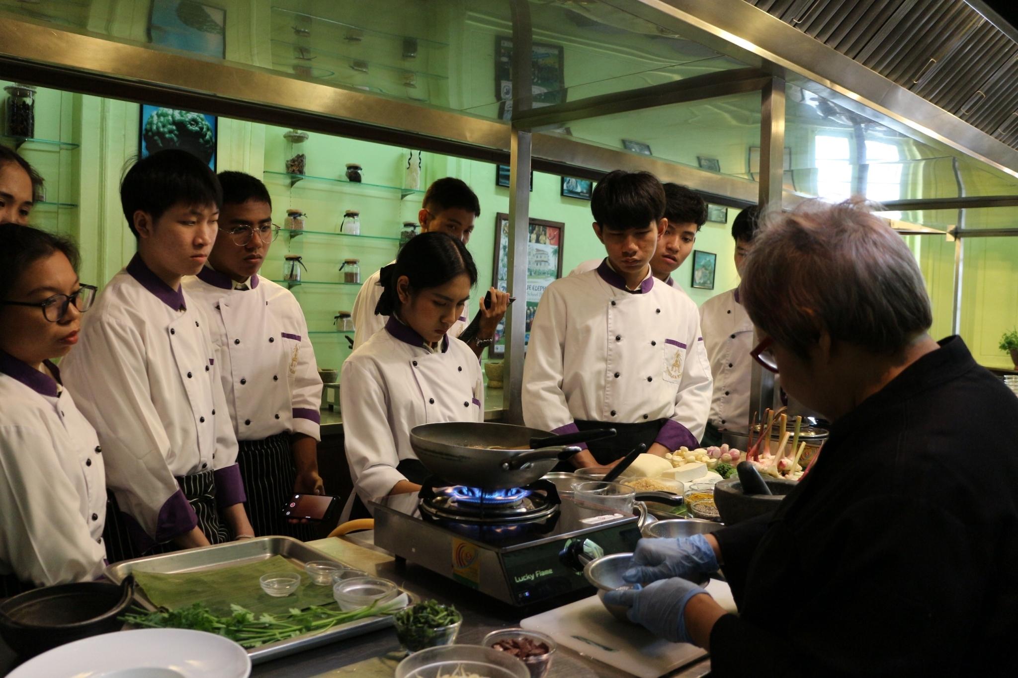 ศึกษาบูรณาการนอกสถานที่ ในหัวข้อ Concept การเปิดร้านอาหารไทย